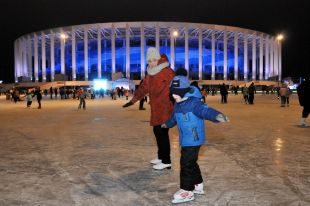 Каток перед стадионом «Нижний Новгород»