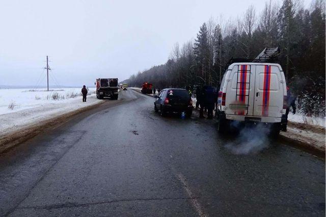 В результате дорожной аварии пострадали пассажиры легковой машины – трёхлетний мальчик и 60-летняя женщина.