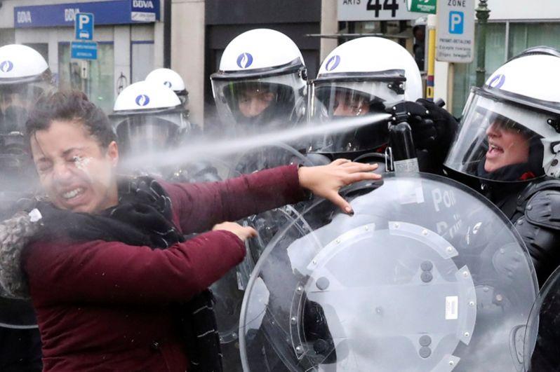 Митингующие на улицах Брюсселя.