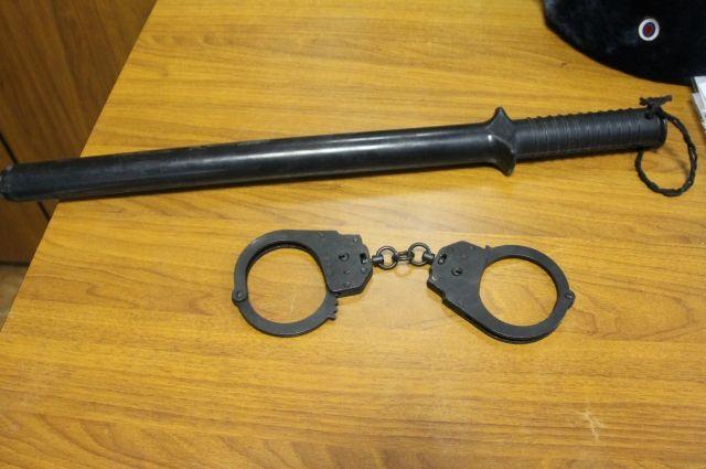 В Адамовской районе женщина с ножом напала на молодого мужчину
