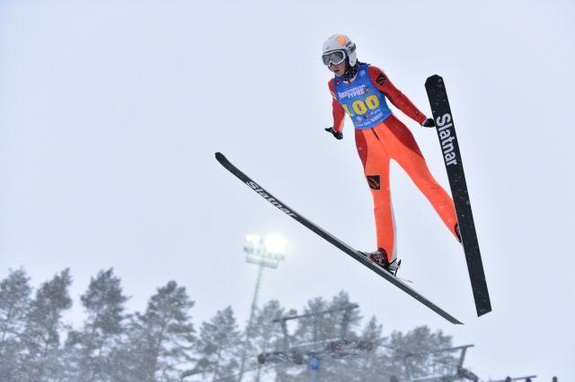 За победу будут бороться 123 юных летающих лыжника из четырёх стран мира.