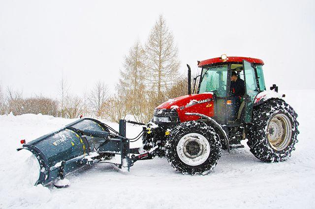 В Тюменской области трактор едва не задавил своего водителя