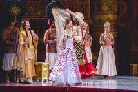 Роскошны костюмы помогли раскрыть образы индийских влюблённых.
