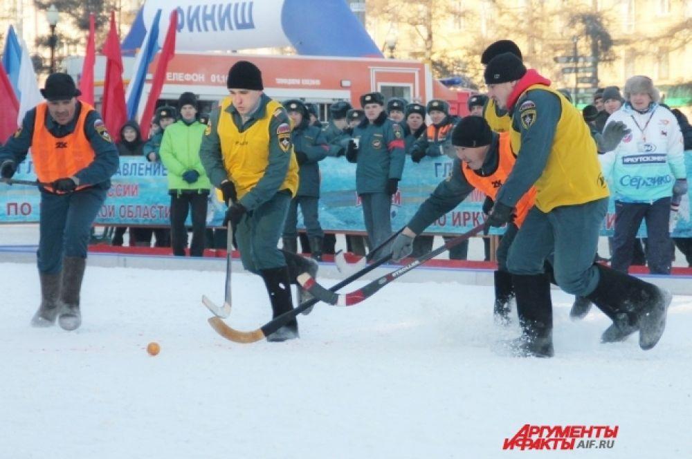 Утром был дан старт отборочным матчам между подразделениями Федеральной противопожарной службы Иркутской области.