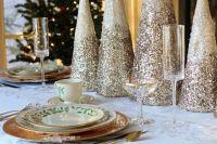 Традиционными также стали салаты «Оливье» и «Сельдь «под шубой».
