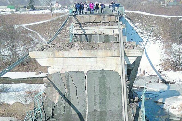 Мосты рушатся и прогибаются зачастую под тяжестью груза.