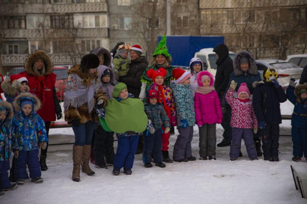 С самого утра на площадке по улице Пархоменко собрались жители и гости, чтобы отметить праздник.