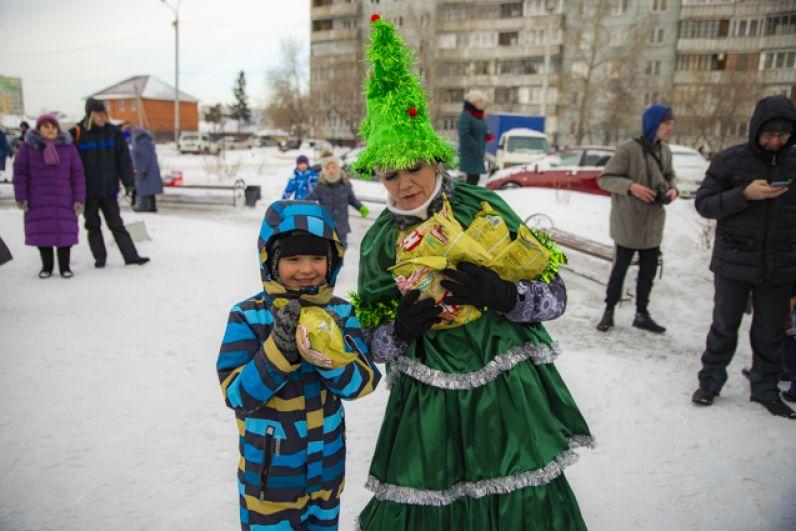 Каждый ребенок был рад сюрпризу от зимнего волшебника.