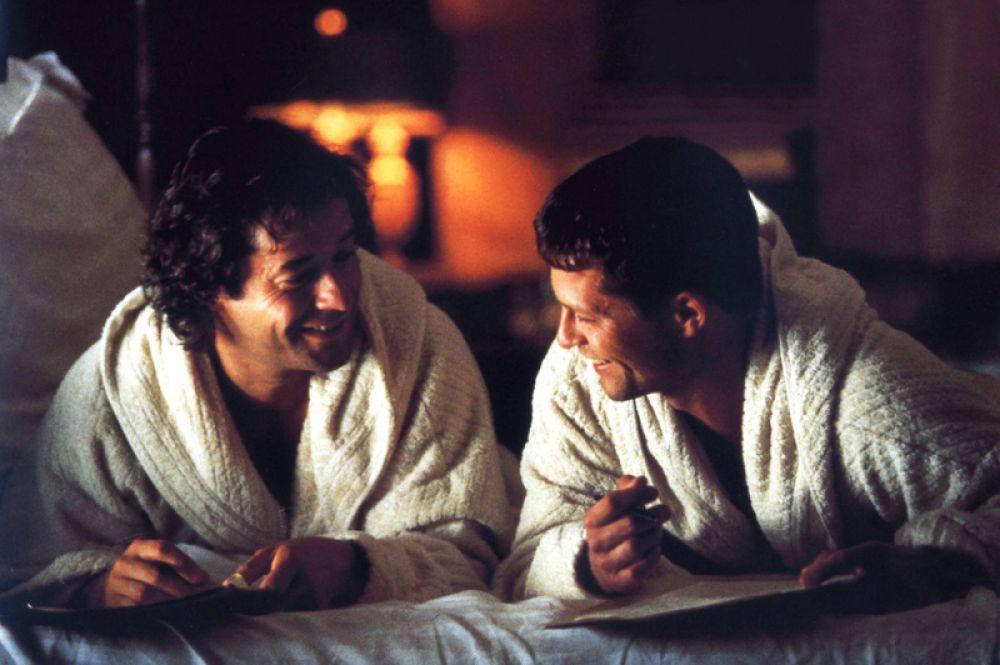 «Достучаться до небес» (1997). Пожалуй, самый известный фильм с участием Швайгера. Драма Томаса Яна рассказывает о двух мужчинах, которые, узнав о смертельном диагнозе, угоняют машину с миллионом немецких марок в багажнике и покидают больницу.