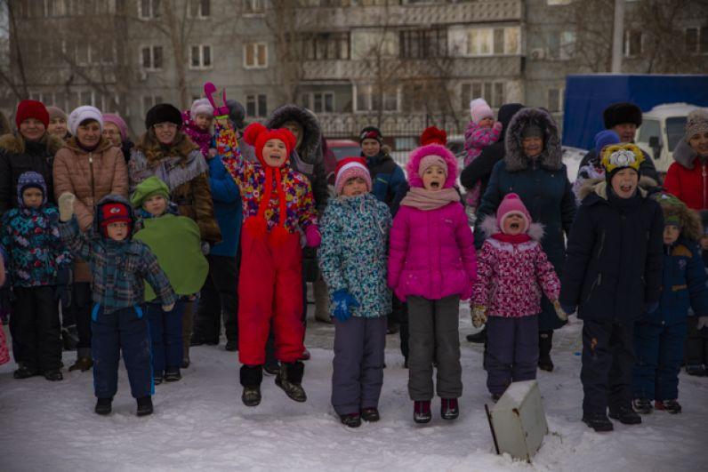 Мальчишки и девчонки с радостью участвовали в викторинах и конкурсах.