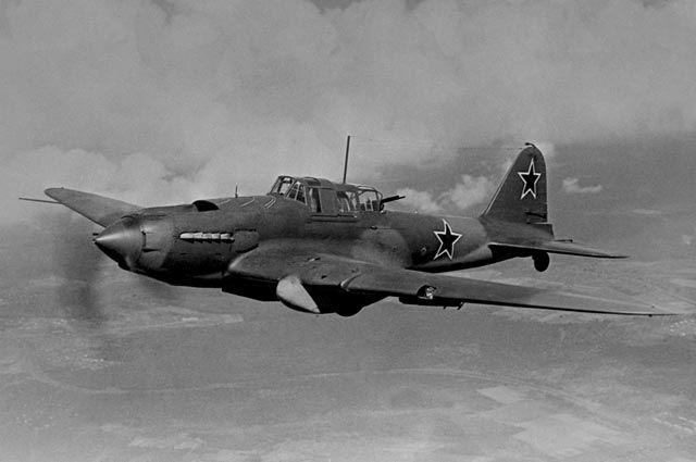 Штурмовик-бомбардировщик Ил-2.