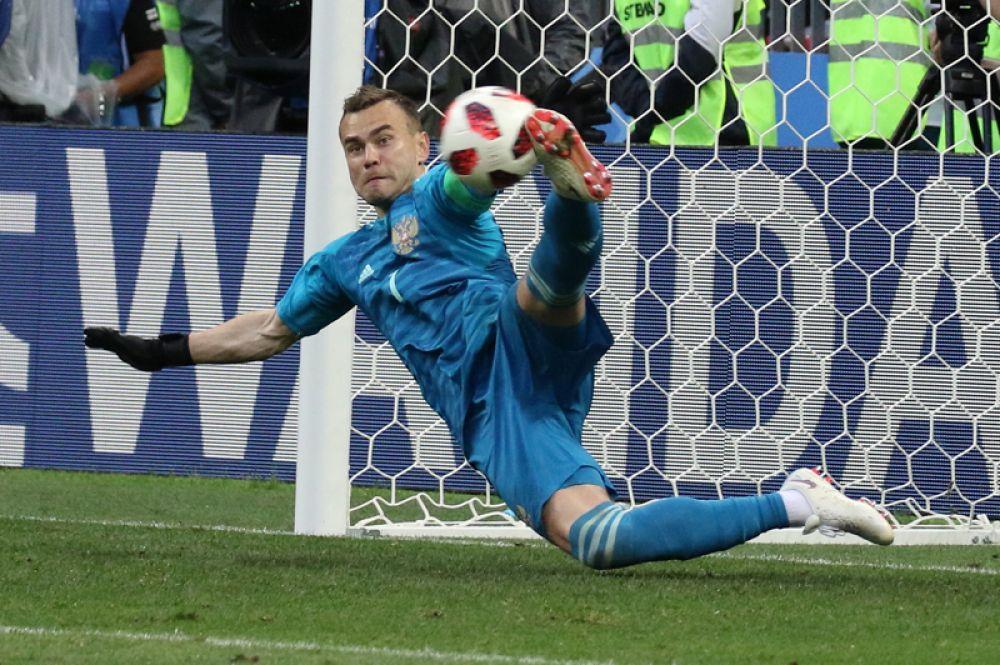 Сейв Игоря Акинфеева в серии пенальти матча Россия-Испания чемпионата мира по футболу в «Лужниках», 1 июля 2018 года.