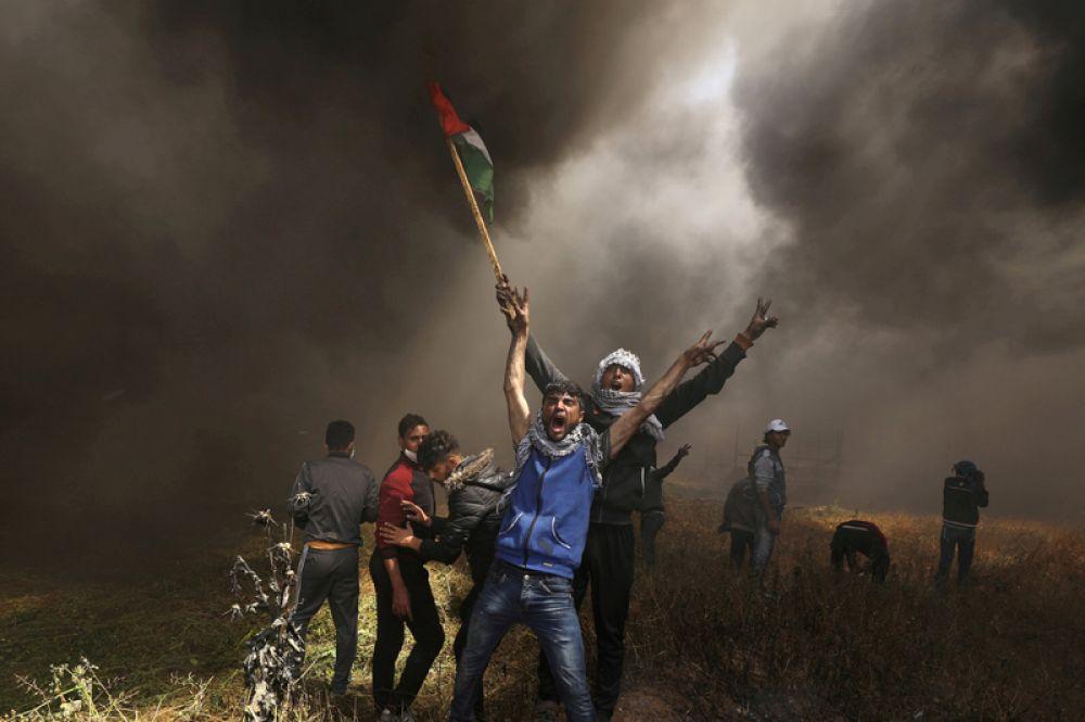 Столкновения палестинских демонстрантов с израильскими войсками на границе Израиля и сектора Газа, 6 апреля 2018 года.