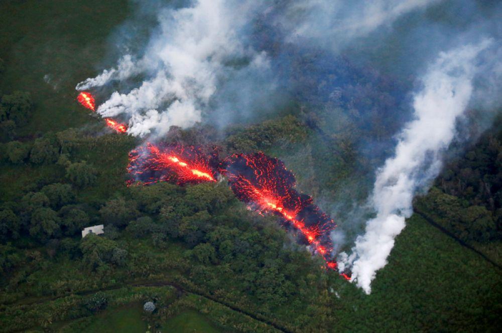 Извержение вулкана Килауэа на Гавайях, США, 13 мая 2018 года.