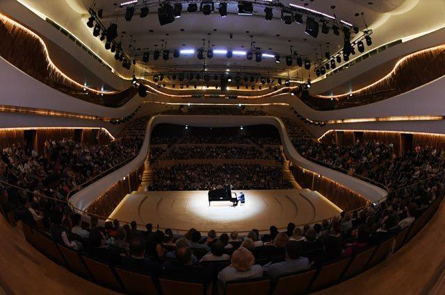 Инженерные механизмы в концертном зале в «Зарядье» позволяют полностью менять его конфигурацию.