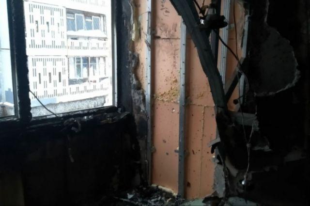 Квартиру повредил огонь.