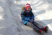 В Ноябрьске девятилетний мальчик сломал позвонки, катаясь на горке