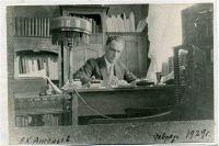 Фотография исследователя, писателя сделана почти 90 лет назад.