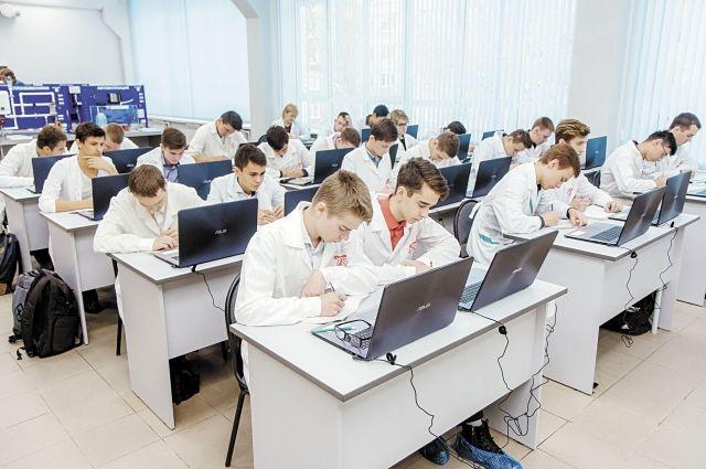 Все данные с установок выводятся на ноутбуки, которыми оснастили 30 рабочих мест.