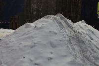 Снежный городок возвели у городского центра культуры.