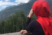 Современные мусульманки учатся, работают и путешествуют, поэтому родственникам сложно следить за ними.