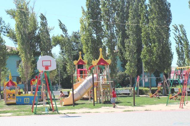 Детские городки и спортплощадки стали повсеместной приметой даже самых отдалённых уголков области.