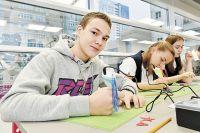 Дети получают знания в области физики и механики и создают свои проекты.