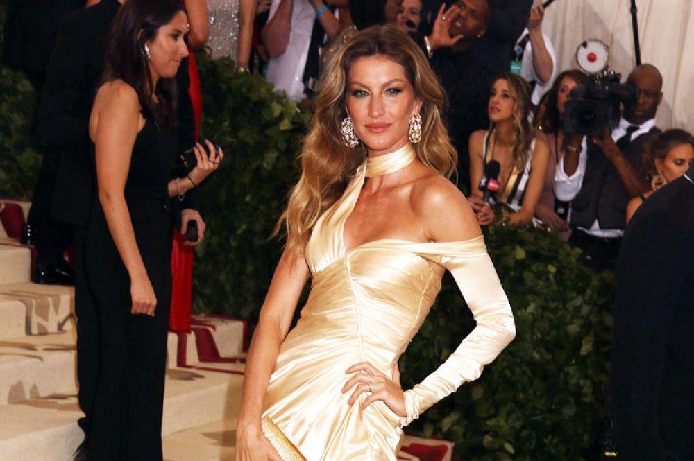 Одна из самых известных в мире моделей, бразильянка Жизель Бундхен возглавляла рейтинг самых высокооплачиваемых моделей c 2002 года. В этом году она лишь на пятой строчке. Ее доход в 2018 году составил 10 млн долларов.