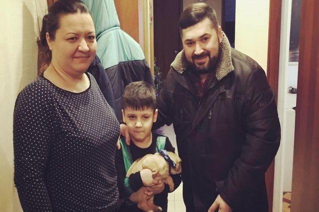Чудеса по-ямальски. Щенка шарпея для шестилетнего Димы доставили из Тюмени