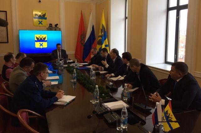 19 декабря на совещании в городской администрации вновь решался вопрос об оплате автомобильной дороги в п. Самородово.