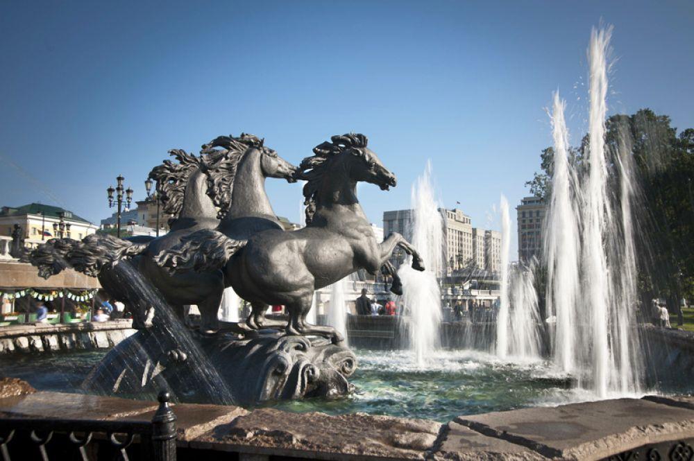 Фонтаны на Манежной площади в Москве стали одним из символов столицы.