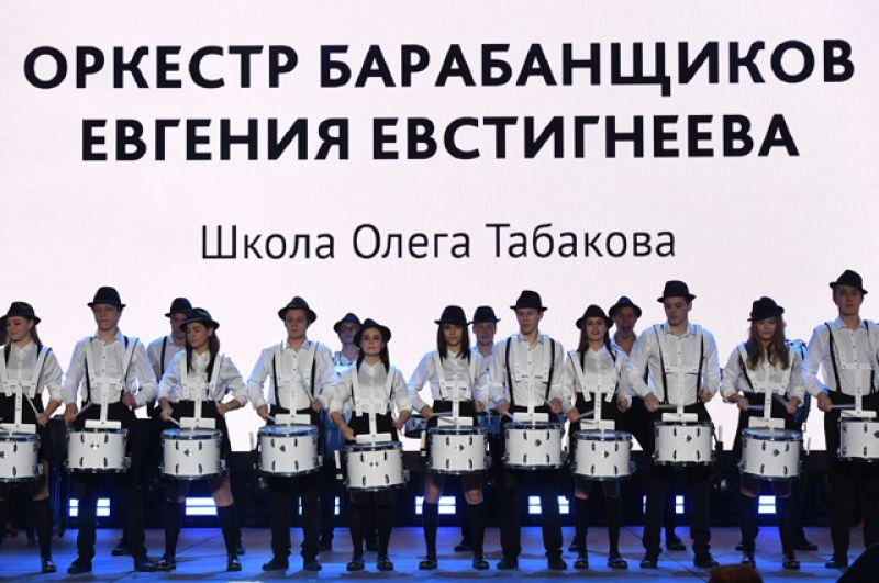 Оркестр барабанщиков Евгения Евстигнеева во время праздника «Возвращение домой» в театре «Современник».
