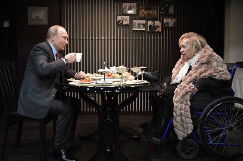 Президент РФ Владимир Путин поздравляет с юбилеем художественного руководителя театра «Современник» Галину Волчек.