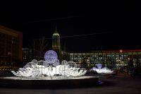 В Новому году подсветили фонтаны.