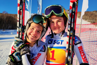 Победительница гонки Елизавета Тимченко (слева) и бронзовый призер Ольга Погребицкая (справа).