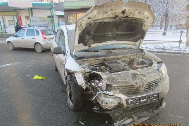 Авария случилась около 12.37 на Воткинском шоссе около дома №9.