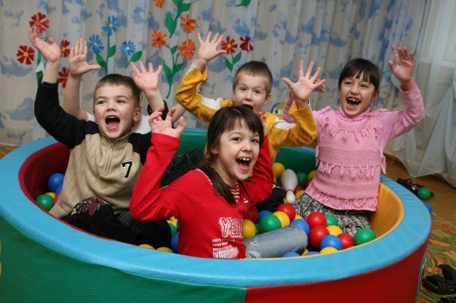 В следующем году взрослые порадуют детей: будут строиться детсады и спортивные площадки.