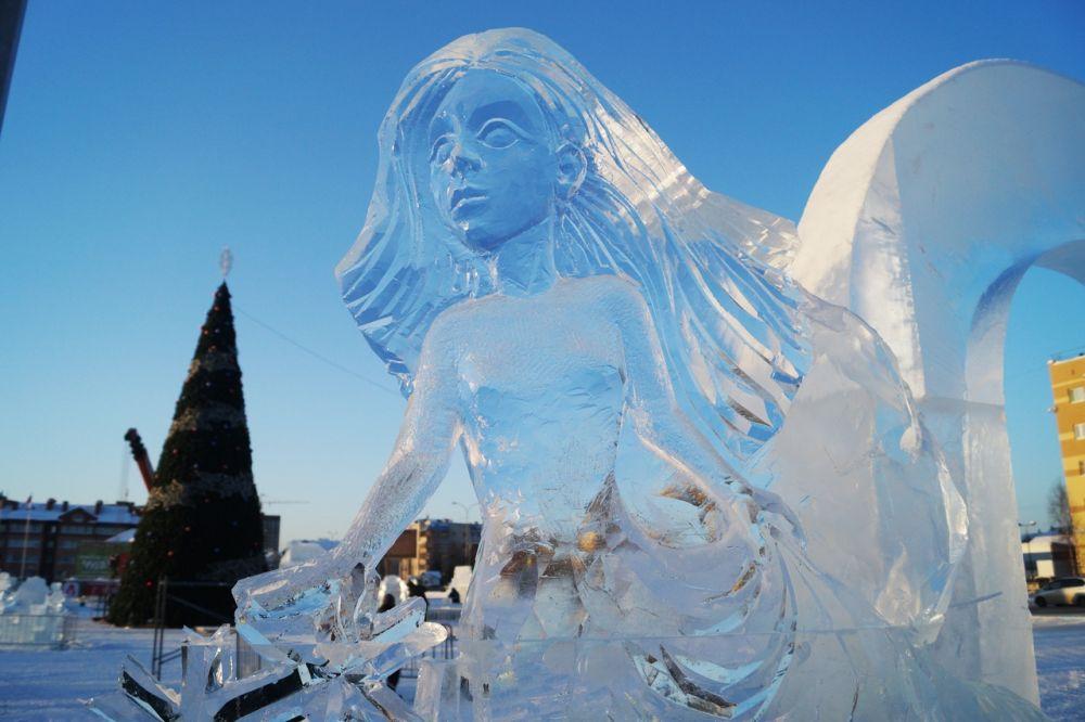 Ну а главные герои ледового городка - персонажи из сказок и мультфильмов.