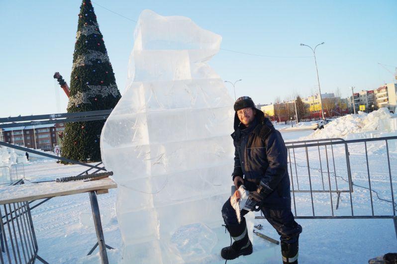 «Хочется, конечно, чтобы дети и взрослые относились к городку бережно и смогли дольше наслаждаться новогодним чудом», - отметил Михаил Крюков.