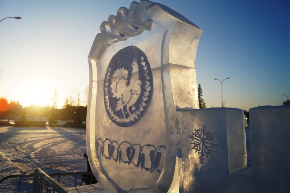 И ледяной герб города.