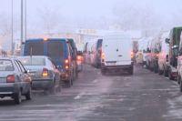 На границе Украины и Венгрии образовались огромные очереди автомобилей