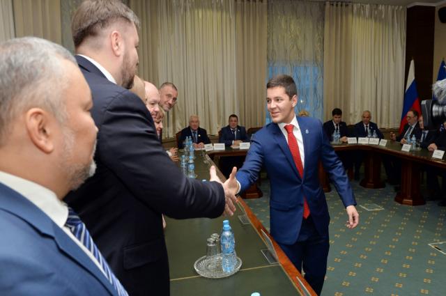 Губернатор Ямала обсудил итоги года с депутатами и общественниками