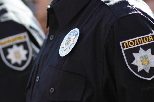 В Днепре адвокат украл искусственную елку, а потом подрался с полицейским