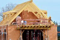На строительство дома по ипотеке банк даёт три года.