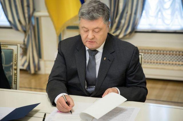 Порошенко подписал закон о переименовании канонической УПЦ photo