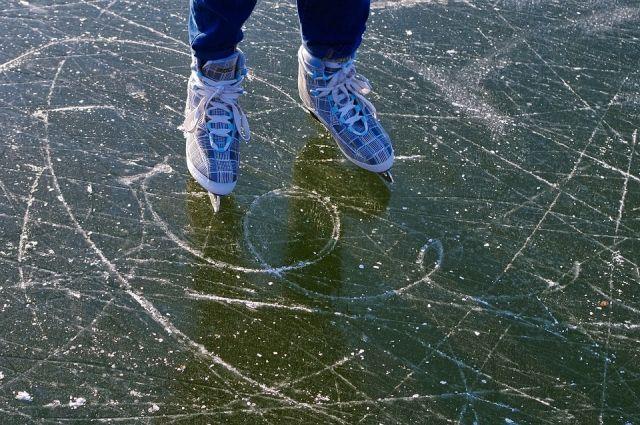 В Оренбурге уже можно кататься на 33 ледовых кортах