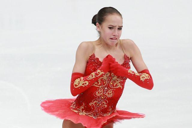 Алина Загитова не смогла справиться с волнением при исполнении произвольной программы, хотя чисто откатала короткую.