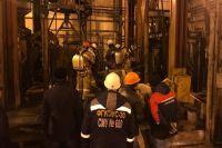 Глубина шахты - 450 метров. Строители работали на отметке 350 метров. Спасательная операция продолжается сутки