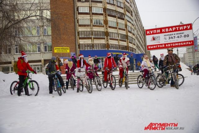 Велозаезд Дедоморозов прошёл в Новосибирске.