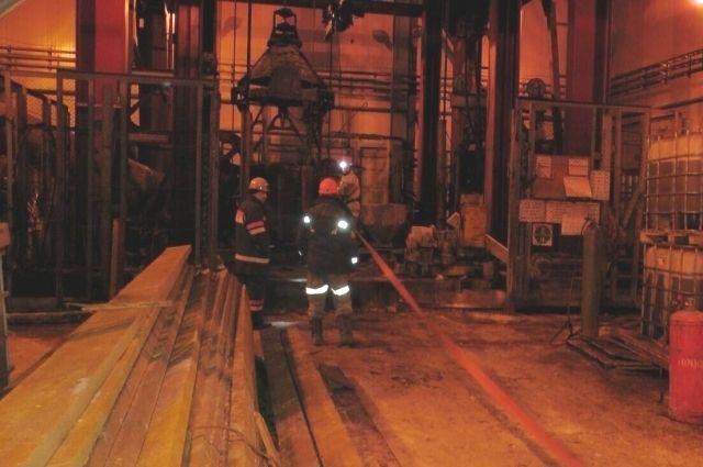 Больше суток шла операция по поиску и эвакуации рабочих из горящей шахты.